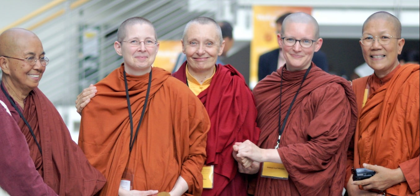 cropped-the-photo-bhikkhunis-at-frankfurt-july-2007